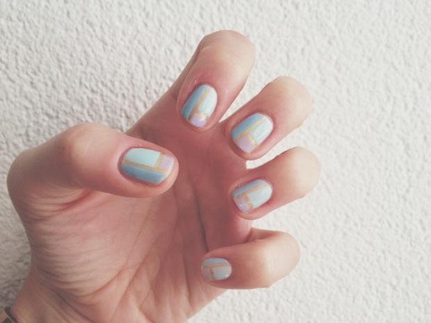 Nail art design pastel stripes 2